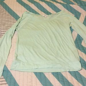 Wide shoulder long sleeve shirt